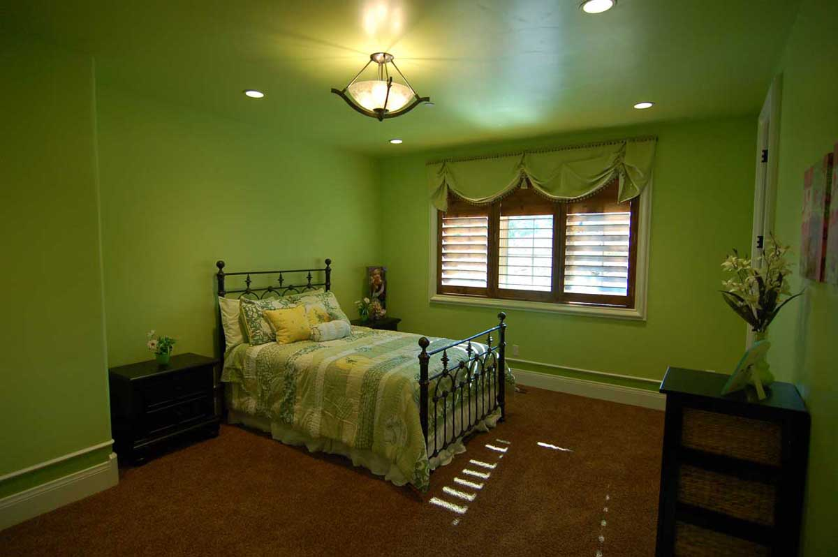 Bedrooms green nuance fashionable natural look green for Bedroom ideas natural